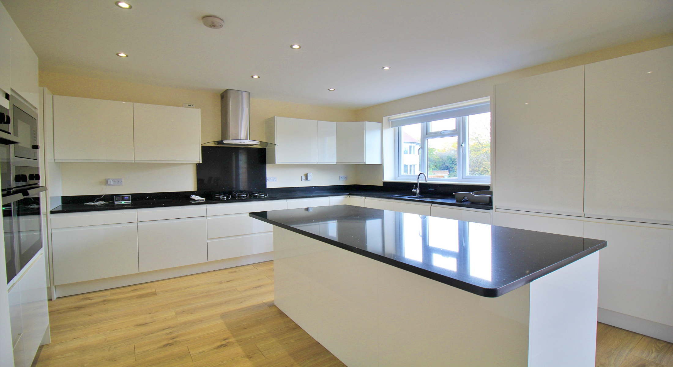Five Bedroom Semi-Detached House – West Finchley N3