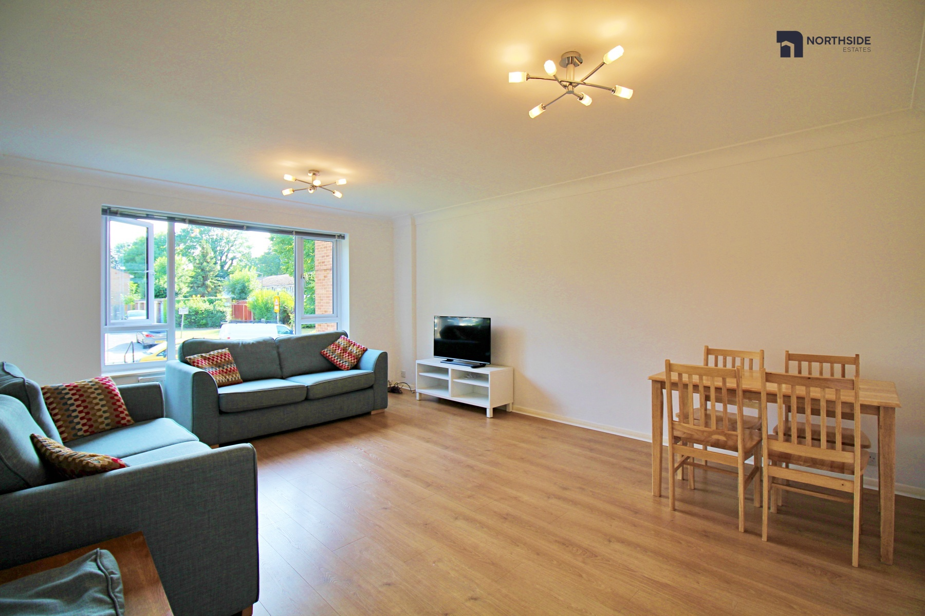 Two Bedroom Two Bathroom in West Finchley